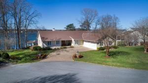 25 Lands End RD, Penhook, VA 24137