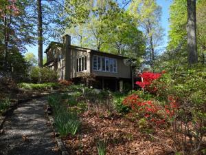 118 Arbor LN, Huddleston, VA 24104