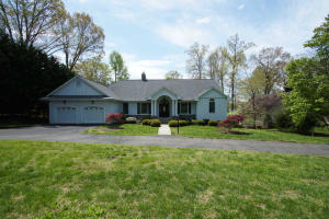 415 Cross Harbour DR, Penhook, VA 24137