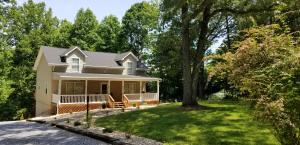 608 Forest Lawn DR, Moneta, VA 24121