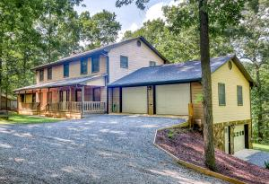 104 Hickory Lake LN, Goodview, VA 24095