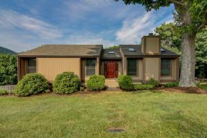 7982 Forest Edge DR, Roanoke, VA 24018