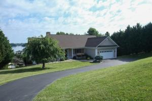 120 North Pointe LN, Moneta, VA 24121