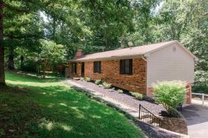 185 Parkview DR, Blue Ridge, VA 24064