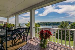 20 Cottage LN, Moneta, VA 24121