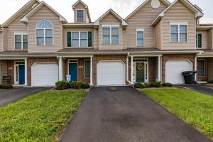 8711 Little Hoop RD, Roanoke, VA 24019