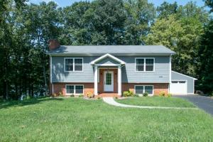 1133 Angela CT, Moneta, VA 24121