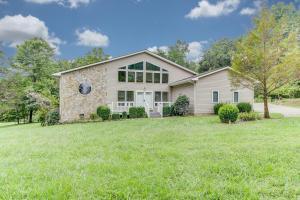25 Pine Croft LN, Union Hall, VA 24176