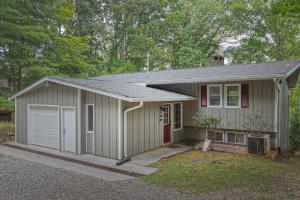 210 Lakewood DR, Moneta, VA 24121