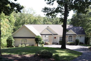465 Island Pointe LN, Moneta, VA 24121