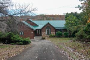 65 Piney Point LN, Union Hall, VA 24176
