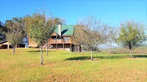 Stunning Log Home with unbeatable mountain views!!