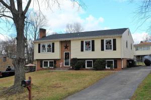 5220 Foxtail LN, Roanoke, VA 24019