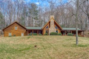 7529 Countrywood DR, Roanoke, VA 24018
