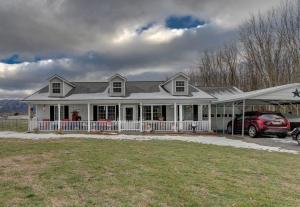 262 Magnolia AVE, New Castle, VA 24127