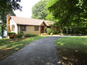 205 Tulip Tree LN, Moneta, VA 24121