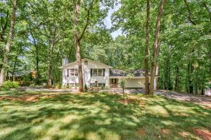 4949 Hunting Hills DR, Roanoke, VA 24018