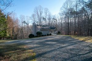 290 Dodee LN, Union Hall, VA 24176
