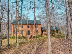 4859 Hunting Hills DR, Roanoke, VA 24018