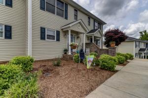 475 Cambridge CT, E5, Hardy, VA 24101