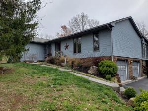 90 Hill Top RD, Roanoke, VA 24014