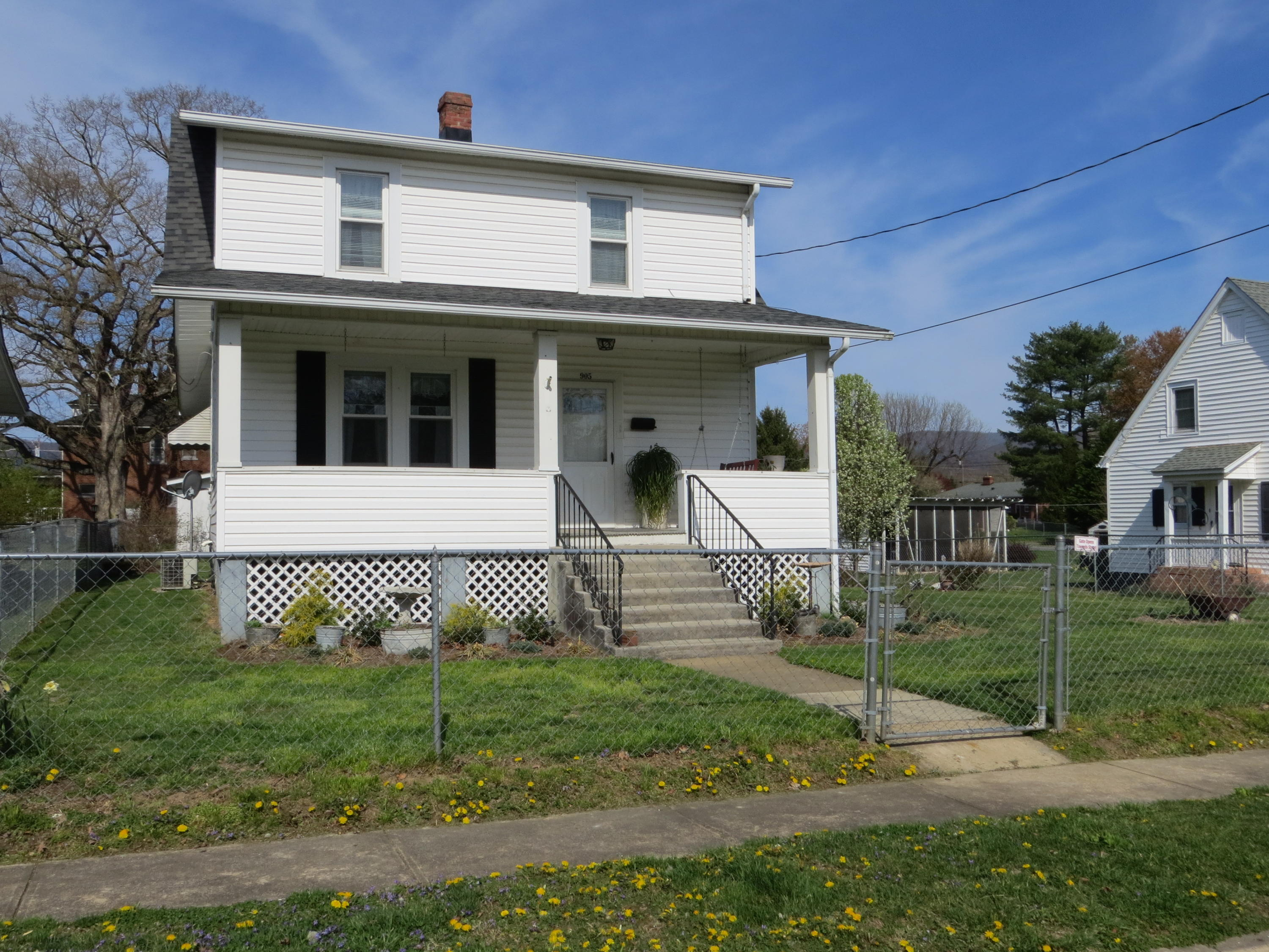 Photo of 905 Acacia AVE Clifton Forge VA 24422
