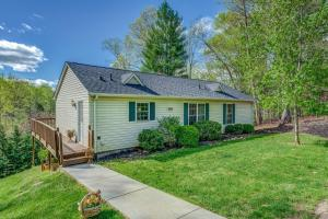 169 Hales Point DR, Moneta, VA 24121
