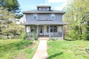 2210 EAST GATE AVE NE, Roanoke, VA 24012