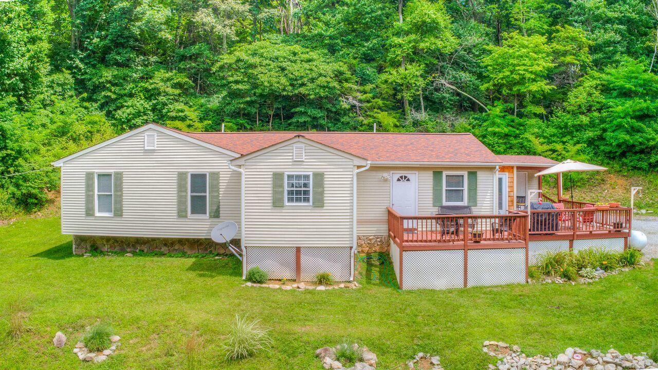 Photo of 8420 Willett LN Bent Mountain VA 24059