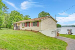 1047 Highland Lake RD, Union Hall, VA 24176