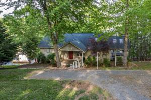 204 Summer LN, Huddleston, VA 24104