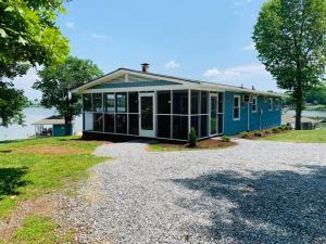 1150 Belle Isle DR, Union Hall, VA 24176
