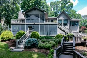 122 Catamaran LN, Moneta, VA 24121