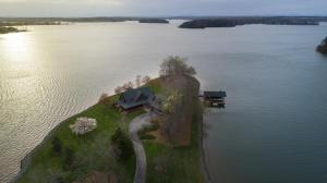 250 Three Point Isle DR, Penhook, VA 24137