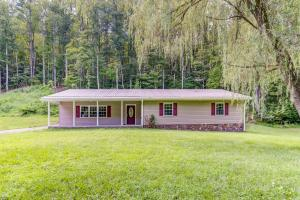 1627 Bee Hollow RD, Vinton, VA 24179