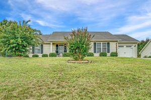 1517 Bush Farm DR, Vinton, VA 24179