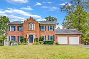 1058 Lake Oaks LN, Goodview, VA 24095