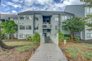 93 Peninsula Point DR, Moneta, VA 24121