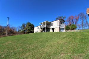 8614 Parkway Dr. SE Copper Hill, VA 24079