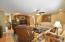 18x17 Open Living Room w/crown molding and hardwood!