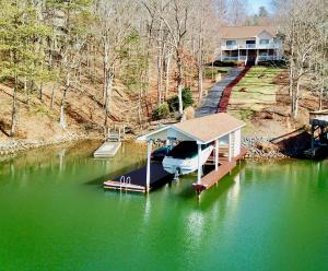 89 Waterpoint DR, Moneta, VA 24121