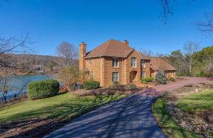 3319 ISLE OF PINES DR, Moneta, VA 24121