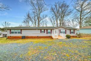 20 Bluewater CT, Moneta, VA 24121