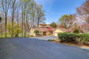 25 Loving CIR, Penhook, VA 24137