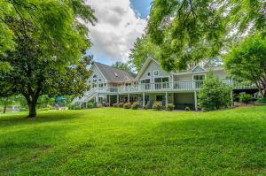 500 Moonriver LN, Moneta, VA 24121