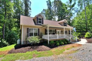 59 Camp RD, Moneta, VA 24121