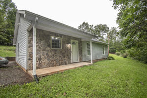 271 Windsor Point Loop, Wirtz, VA 24184