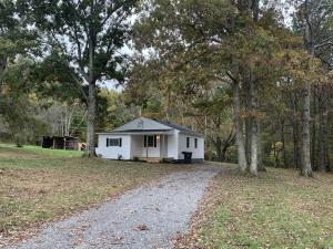 4702 Green Acres RD, Salem, VA 24153