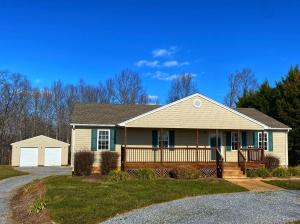2305 Smith Mountain Lake PKWY, Huddleston, VA 24104