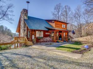 Beautiful Log Home with 17 acres.
